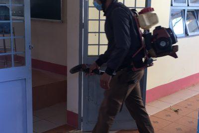 Học sinh toàn trường tiếp tục nghỉ học, nhà trường tiến hành khử trùng phòng chống dịch bệnh nCoV