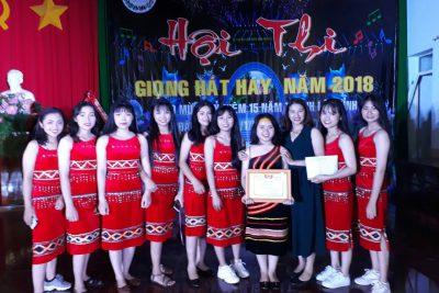 Nữ sinh Hoàng Thị Liên giành giải nhất Hội thi giọng hát hay huyện Đăk R'Lấp năm 2018