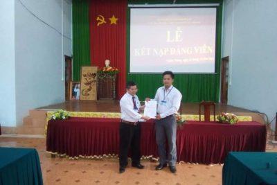 Chi bộ Trường THPT Nguyễn Tất Thành tổ chức lễ kết nạp Đảng viên mới